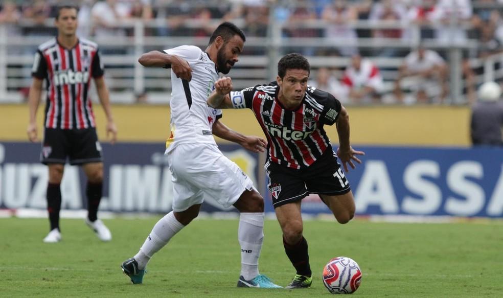 Hernanes, do São Paulo, voltou ao time titular contra o Bragantino — Foto: Rubens Chiri / saopaulofc.net