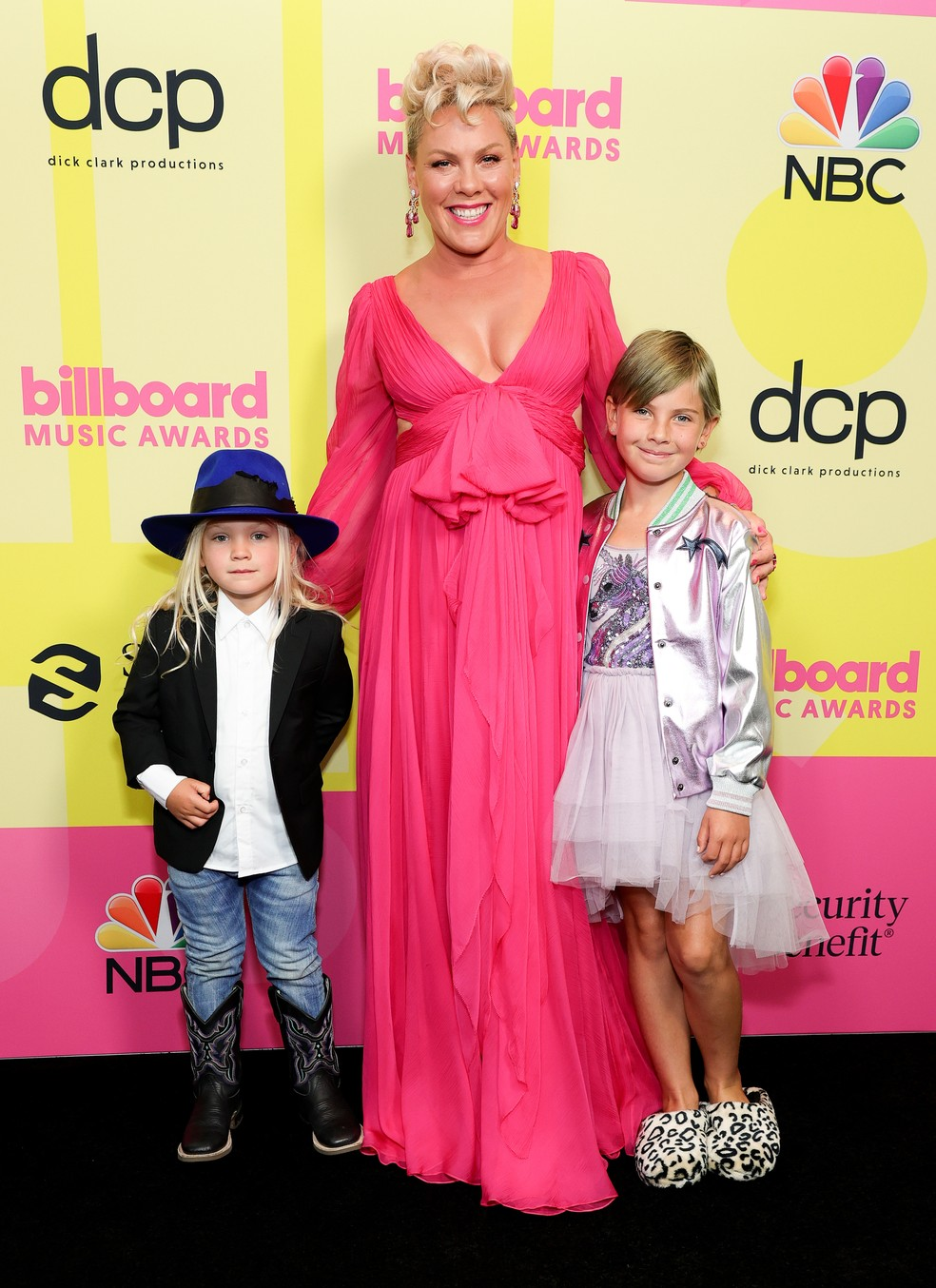 P!nk com os filhos Jameson Moon Hart e Willow em Los Angeles — Foto: Rich Fury/Getty Images for dcp