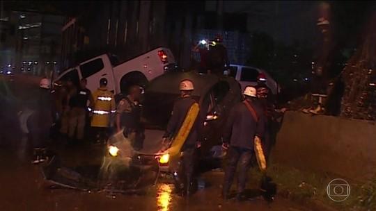 Temporal mata 2 em BH; bombeiros procuram jovem desaparecida