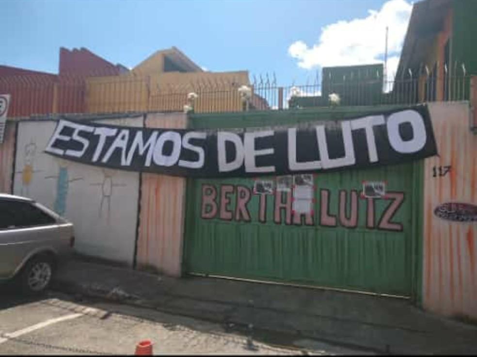 Fachada da escola Bertha Lutz, na Zona Norte de SP, lembrou o luto pela morte de uma professora por Covid-19. — Foto: Sindsep/Divulgação