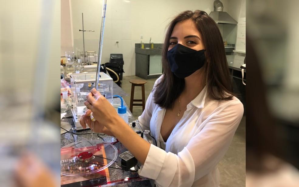 Nicole conta que a ciência está presente em sua vida desde a infância — Foto: Divulgação/Arquivo Pessoal