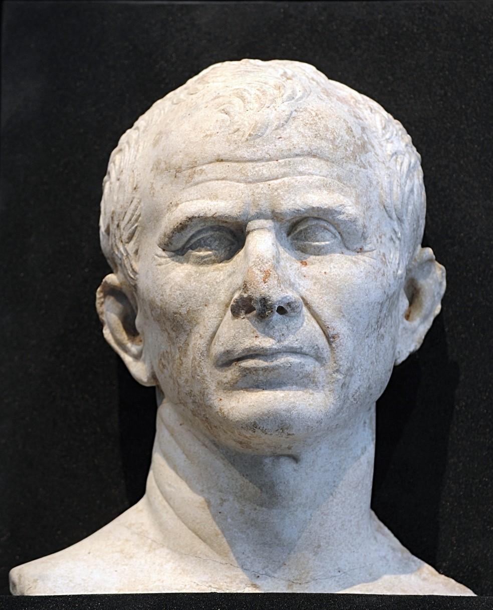 Busto de Julio César, fotografado na França em 2008 — Foto: Boris Horvat/NASA/AFP