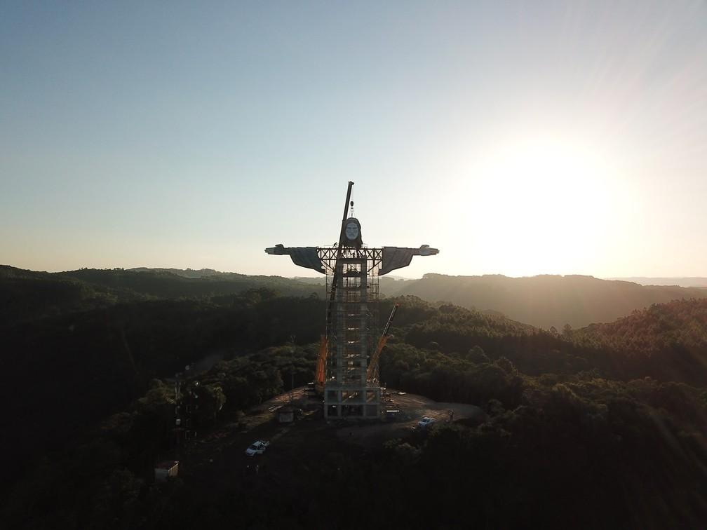Cristo de Encantado deve ser concluído até o final de 2021 — Foto: Cristo Protetor de Encantado/Agência Konce/Divulgação