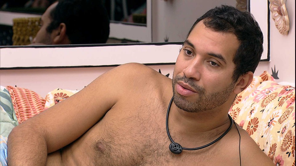 Viih Tube alerta e Gilberto se pergunta: 'Será que Arthur votou em mim? — Foto: Minuto a Minuto - BBB