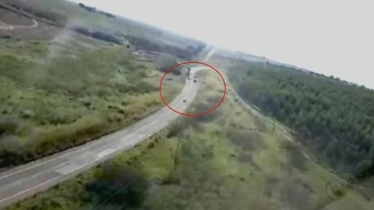 Câmera registra ladrões durante assalto a agência dos Correios em Anhembi; vídeo