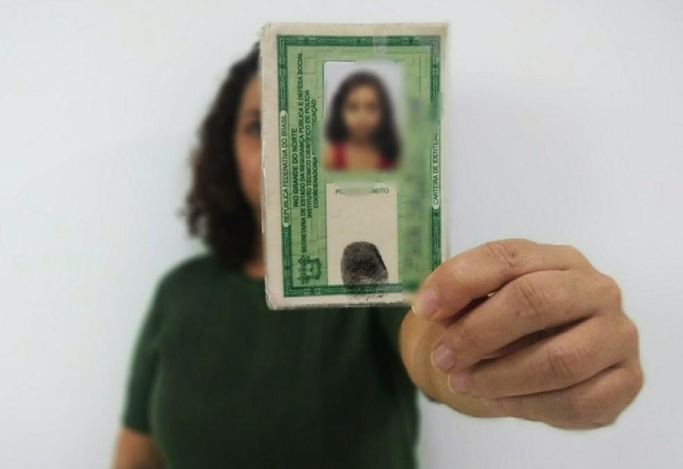 Cédulas devem chegar até o início da próxima semana, quando o órgão deve voltar a emitir as carteiras (Foto: Rafael Barbosa/G1)