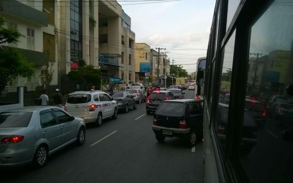Trânsito na rua Oswaldo Cruz será alterado durante os festejos em Salvador — Foto: Henrique Mendes / G1 Bahia