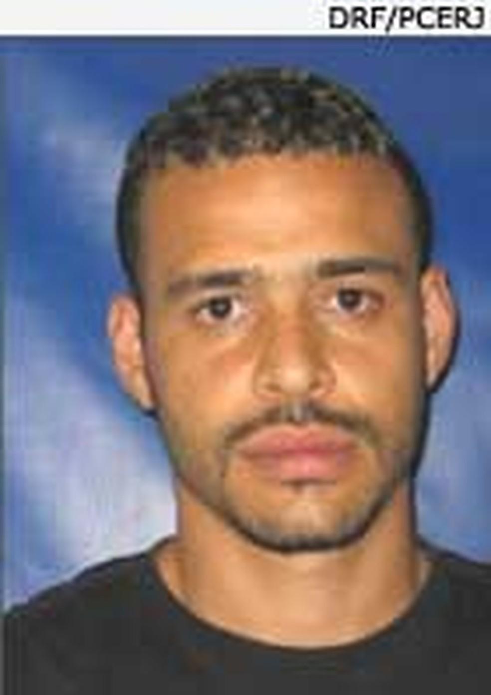 Paulo Roberto Taveira, o Cara Preta é procurado suspeito de integrar o grupo (Foto: Divulgação)