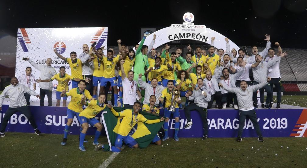 Matheus (camisa 9) foi titular na campanha do título do Sul-Americano Sub-15 de 2019 — Foto: Rudy Lezcar/CBF