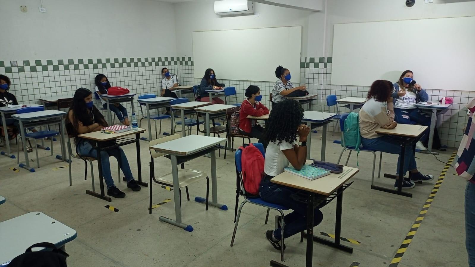 Estudantes de 3 séries das escolas estaduais voltarão às aulas 100% presenciais em AL