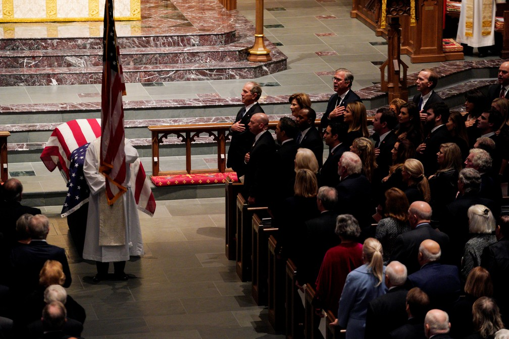 Caixão com corpo de George H. W. Bush durante cerimônia em Houston, Texas — Foto: Rick T. Wilking/Reuters