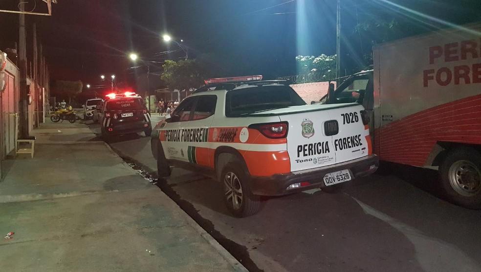 Vítima foi atingida por disparos de arma de fogo quando varria a calçada da casa onde morava. — Foto: Rafaela Duarte/ SVM