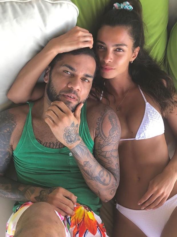 Daniel Alves e Joana Sanz (Foto: Reprodução/Instagram)