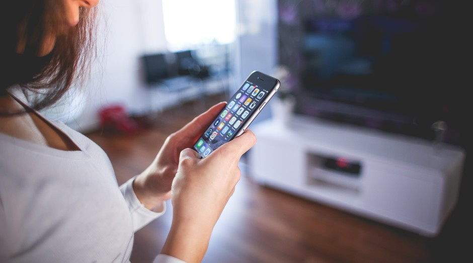 celular, aplicativo, mulher (Foto: Reprodução/Pexels)