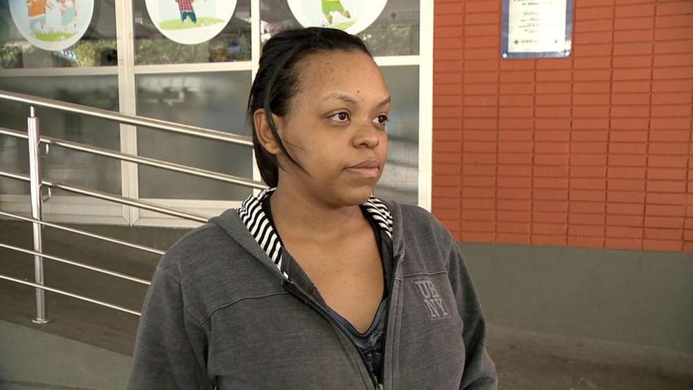 Larissa dos Santos, 19 anos, mãe do bebê que caiu do segundo andar em Cariacica (Foto: Ari Melo/TV Gazeta)