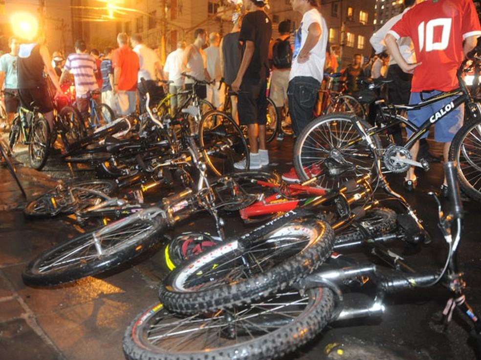 Nove ciclistas foram levadas ao Hospital de Pronto Socorro — Foto: Ricardo Duarte/Agência RBS