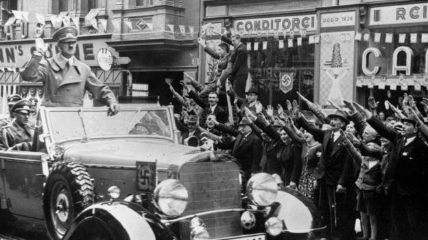 Com o surgimento do nazismo na Alemanha, o alemão perdeu seu lugar no mundo da ciência (Foto: Getty Images/BBC)