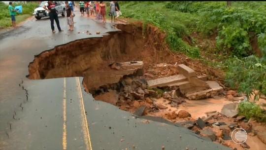 Asfalto cede e rodovia é interditada no interior do Piauí por conta das chuvas