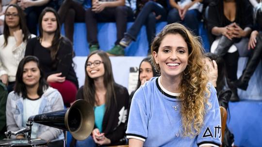 Carol Duarte recebe elogio de Ivete Sangalo no 'Altas Horas'