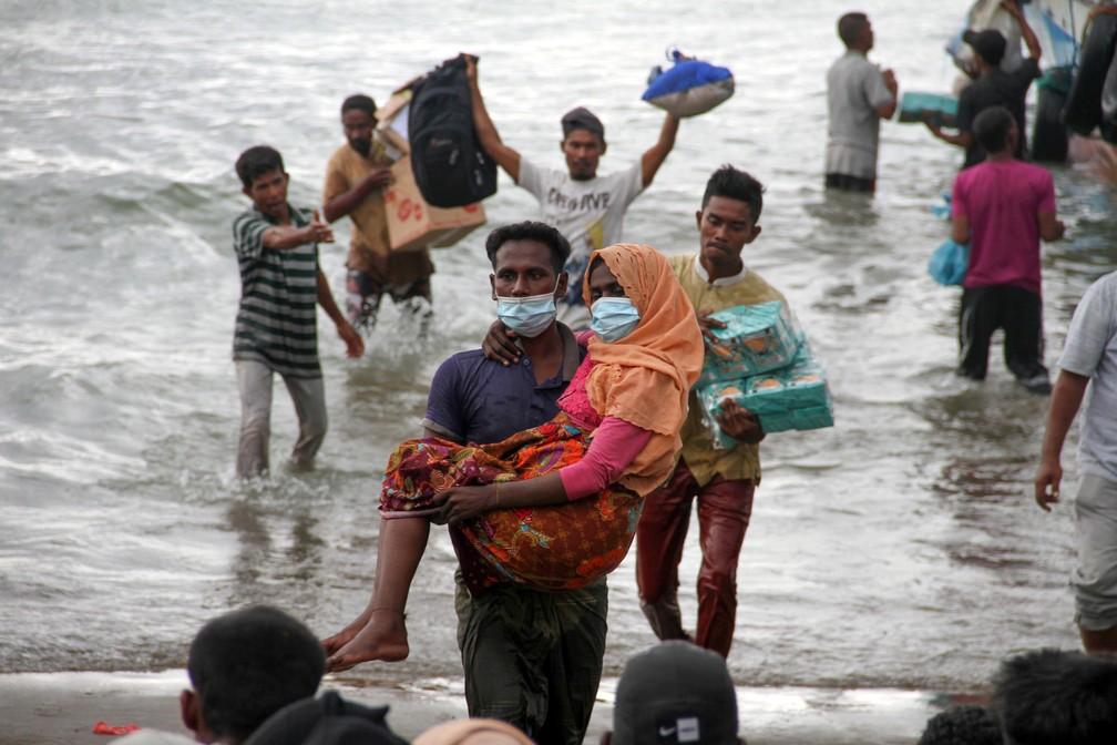 Refugiados rohingya chegam à Indonésia em foto de 25 de junho; questão da apatridia atinge a etnia rohingya no sul da Ásia — Foto: Antara Foto/Rahmad/ via Reuters