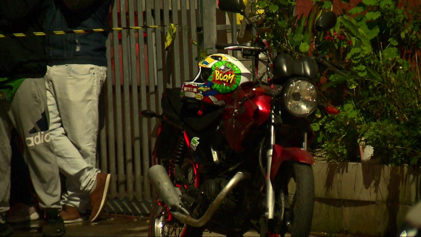 Motociclista morre em batida envolvendo carrinho de espetinho, em Curitiba