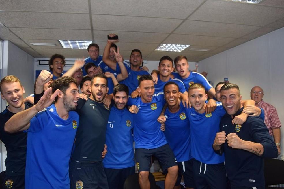 Jogadores do Fuenlabrada comemoram o sorteio da Copa do Rei (Foto: Reprodução/Twitter)