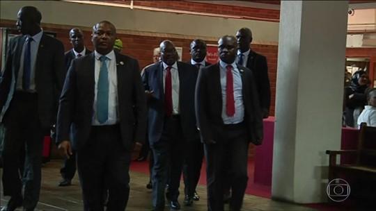 Ex-presidente da África do Sul se apresenta à Justiça pela 5ª vez