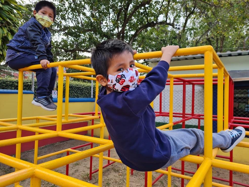 Os meninos bolivianos Iker e Leonardo Zapata estudam na EMEI Guilherme Rudge, na Mooca, Zona Leste da capital — Foto: Bárbara Muniz Vieira/G1