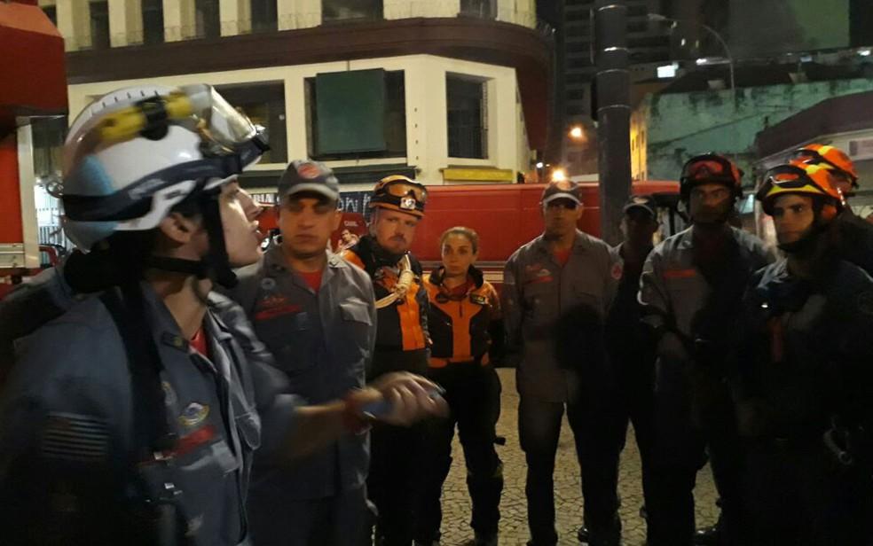 Capitão Rafaela em um dos postos de comando das equipes que atuam nas buscas no prédio que desabou em SP (Foto: Divulgação/COM SOC CB - CB PM Arrais )