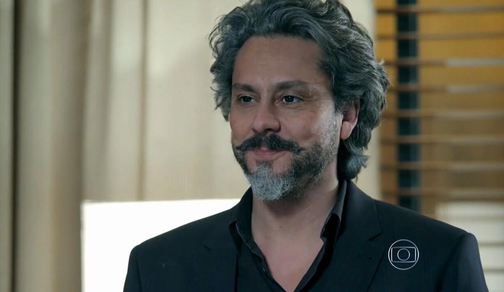 José Alfredo (Alexandre Nero) diz a Maria Marta (Lilia Cabral) que vai pensar no que ela falou sobre Cristina (Leandra Leal) - 'Império' — Foto: Globo
