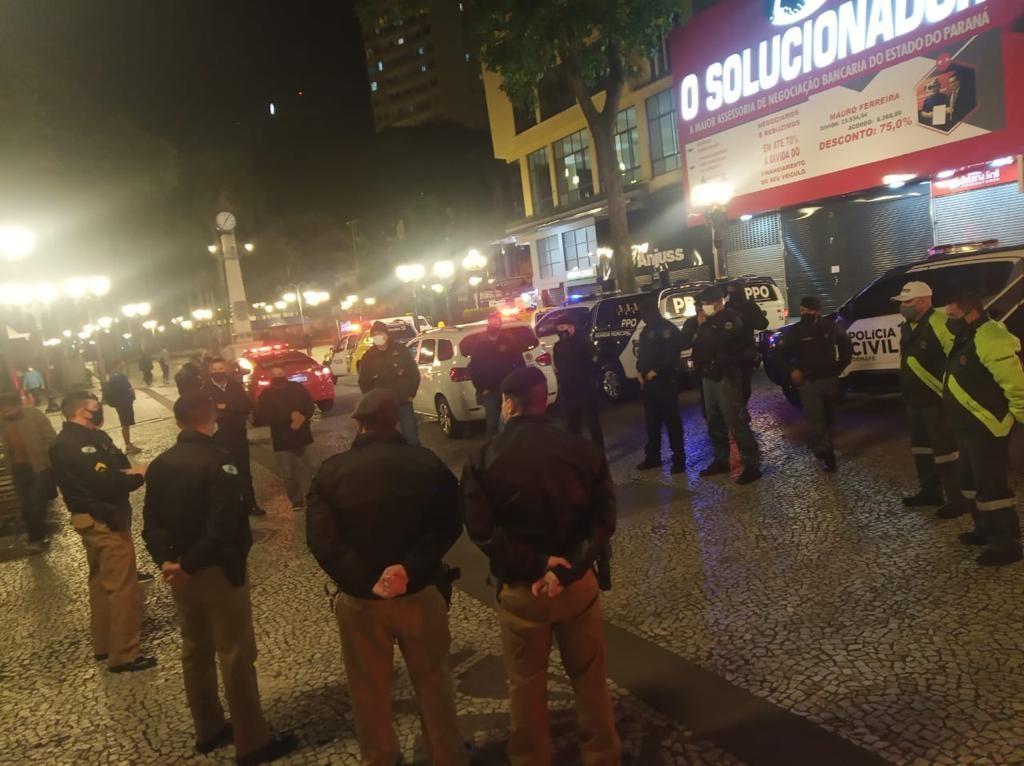 Covid-19: Fiscalização fecha 7 estabelecimentos e aplica 25 multas, em Curitiba