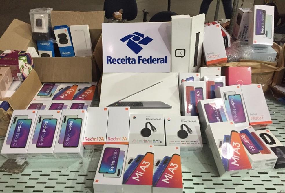 Entre as encomendas apreendidas no Recife estão aparelhos eletrônicos — Foto: Receita Federal/Divulgação