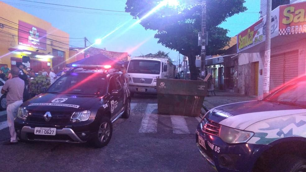 PM interdita feira livre em Natal — Foto: PMRN/Divulgação