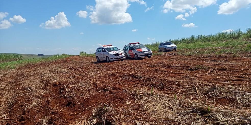 Homem de 50 anos morreu em sítio na zona rural de Mineiros do Tietê — Foto: Central da Notícia/Divulgação