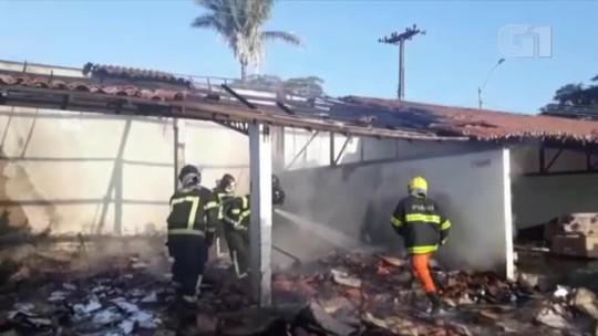 Incêndio atinge depósito de material reciclável na Zona Norte de Teresina