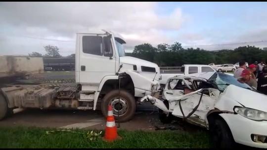 Acidente entre carro e caminhão na PR-151, em Ponta Grossa, mata duas pessoas e deixa duas feridas