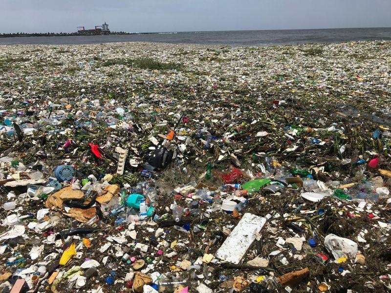 60 toneladas de lixo já foram retiradas da Praia de Montesino (Foto: Parley for the Oceans)