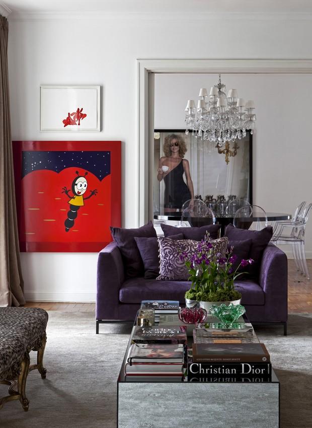 Projeto de Diego Revollo tem sofá de veludo roxo (Foto: Divulgação)