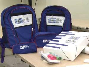 Pasta - Kit Escolar da Prefeitura de São José dos Campos (Foto: Reprodução/ TV Vanguarda)