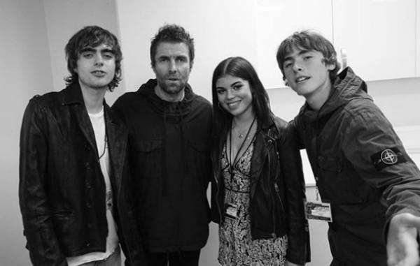 Liam Gallagher com Molly e seus outros filhos (Foto: Reprodução Instagram)