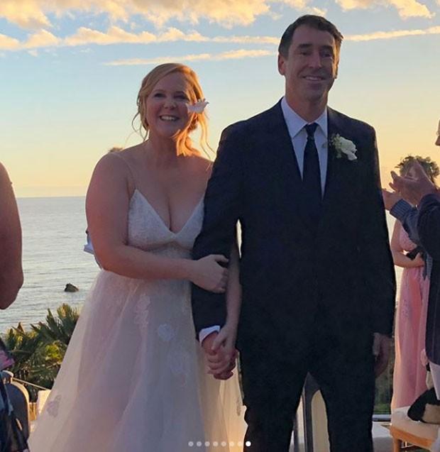 Amy Schumer se casou com Chris Fischer (Foto: Reprodução Instagram)
