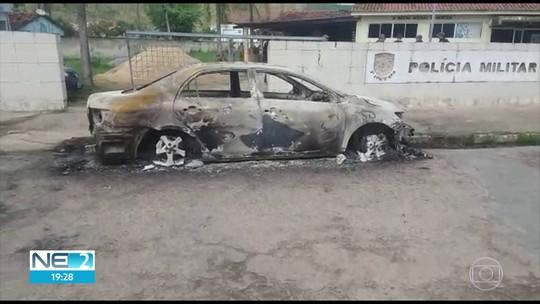 Carro é incendiado e posto da PM é alvo de tiros em Timbaúba