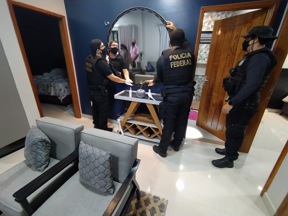 Policiais cumprem mandado de prisão e busca e apreensão em Porto Velho — Foto: PF/Divulgação
