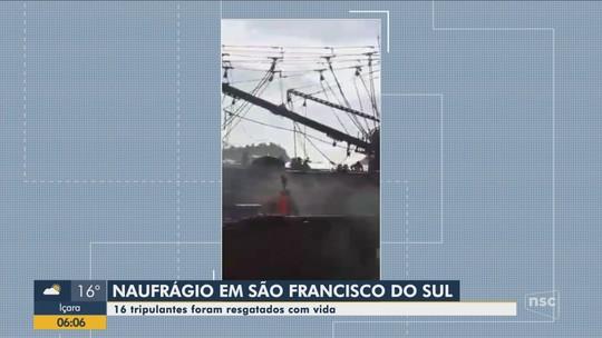 Barco pesqueiro naufraga com 16 tripulantes no Norte de Santa Catarina