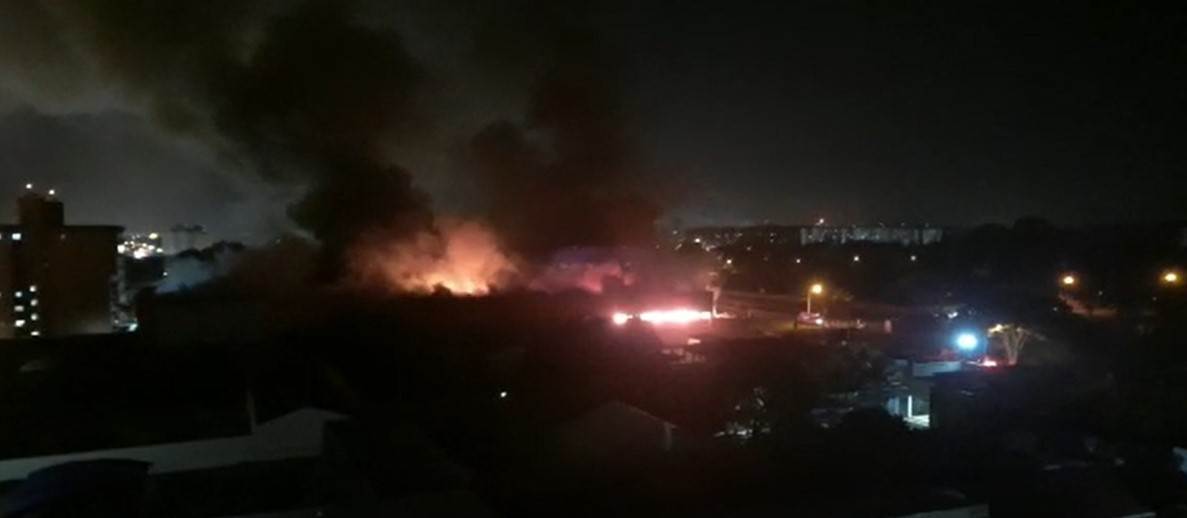 Incêndio destrói parte de supermercado em Paulínia; veja imagens