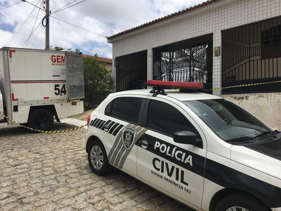 Marido mata mulher e em seguida se mata com golpes de faca em São João do Cariri, na Paraíba. (Foto: Felipe Valentim / Tv Paraíba)