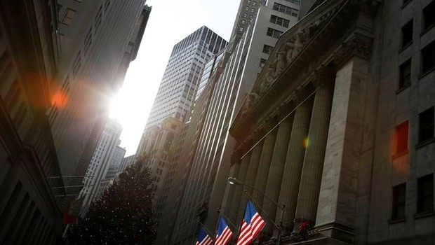 Frente de prédio da Bolsa de Nova York - Wall Street - Bolsa (Foto: Andrew Kelly/Reuters)