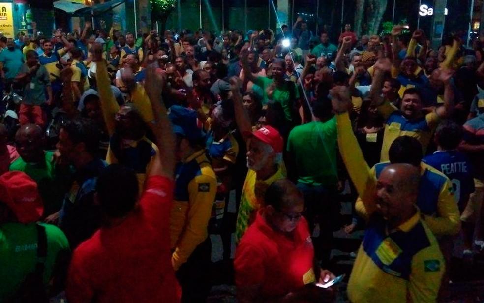Trabalhadores decidiram entrar em greve em assembleia realizada em Salvador (Foto: Divulgação/Sincotelba)