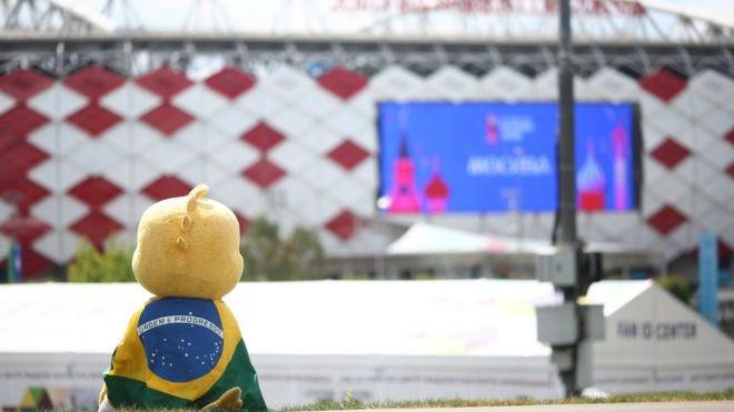 Entre a vitória sobre a Costa Rica e o 2 a 0 contra a Sérvia, STF teve agenda agitada de sessões e Congresso deu sequência a PL dos Agrotóxicos; brasil; canarinho Pistola (Foto: LUCAS FIGUEIREDO/CBF)