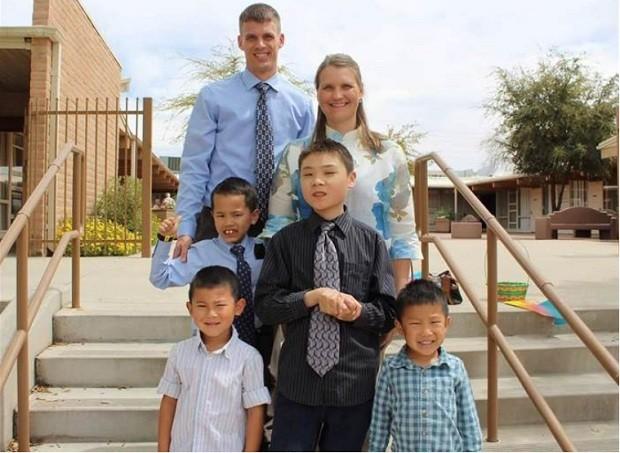 Kristi e Matt e os filhos, Ben, Caleb, Andrew e Luke (Foto: Arquivo Pessoal)